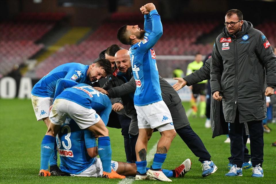 Napoli-Genoa 1-0, pagelle / La Pasqua napoletana: il nome dell'arbitro è un segno celeste