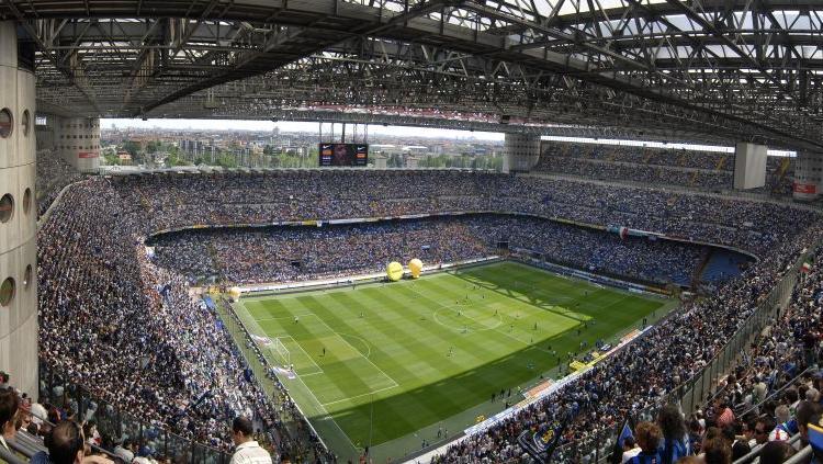Derby Milan-Inter, polemica social: i rossoneri rimborsano i biglietti con un voucher