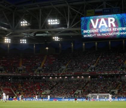 Il capo degli arbitri inglesi: «La Var sarà migliorata, anch