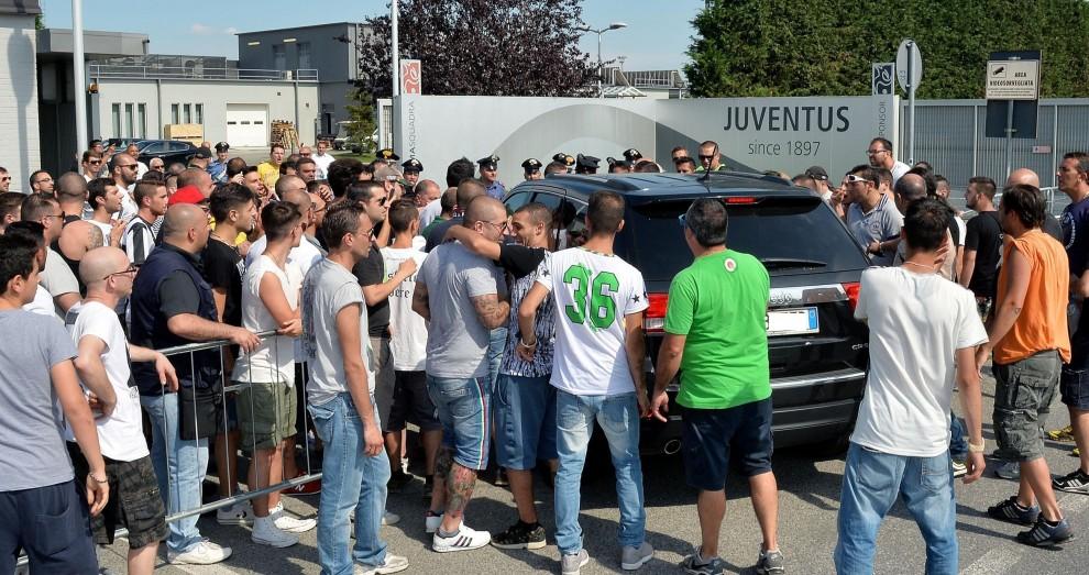 """Mediaset: Vinovo, cori ultras per la Juventus (""""Tirate fuori i coglioni""""); chiesto un confronto con Allegri"""