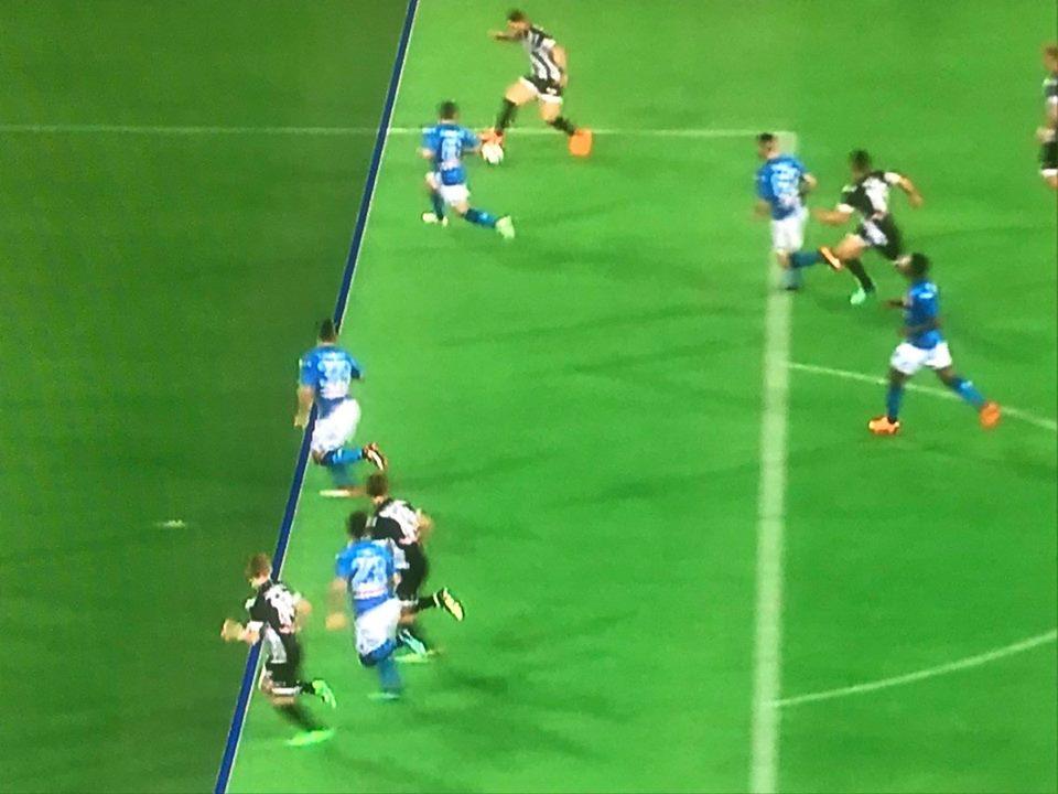 Napoli-Udinese, la rete di Jankto in posizione molto dubbia