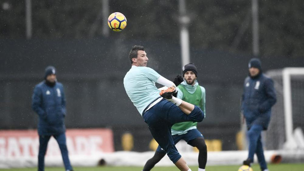 Juventus-Napoli, allenamento per i bianconeri: Mandzukic e Pjanic in ripresa