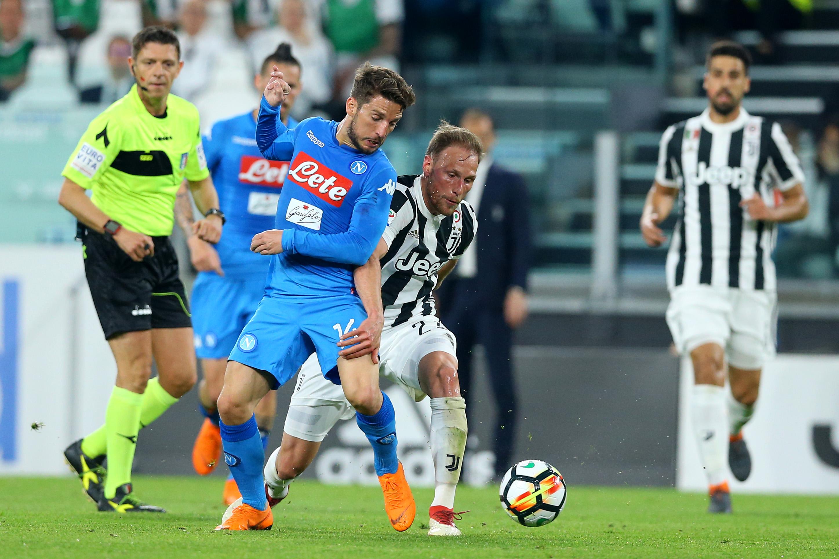 Gazzetta: il Napoli vuole la contemporaneità con la Juve per le ultime due giornate