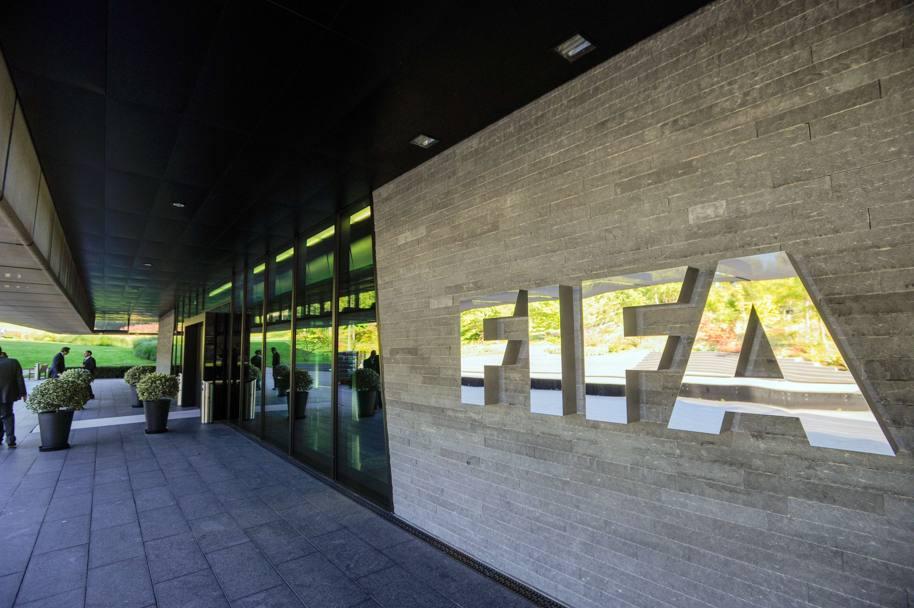 La Fifa starebbe pensando di abolire i prestiti dei calciatori