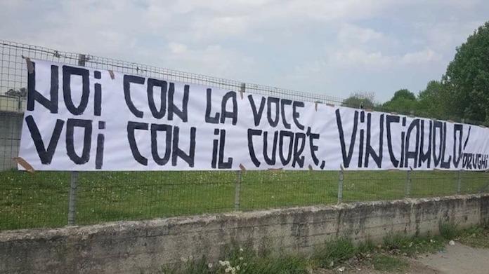 Striscione dei tifosi a Vinovo, Inter-Juventus senza tre calciatori per Allegri