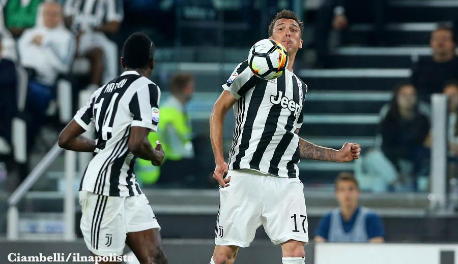 Mandzukic batte l'Inter e porge lo scudetto alla Juventus