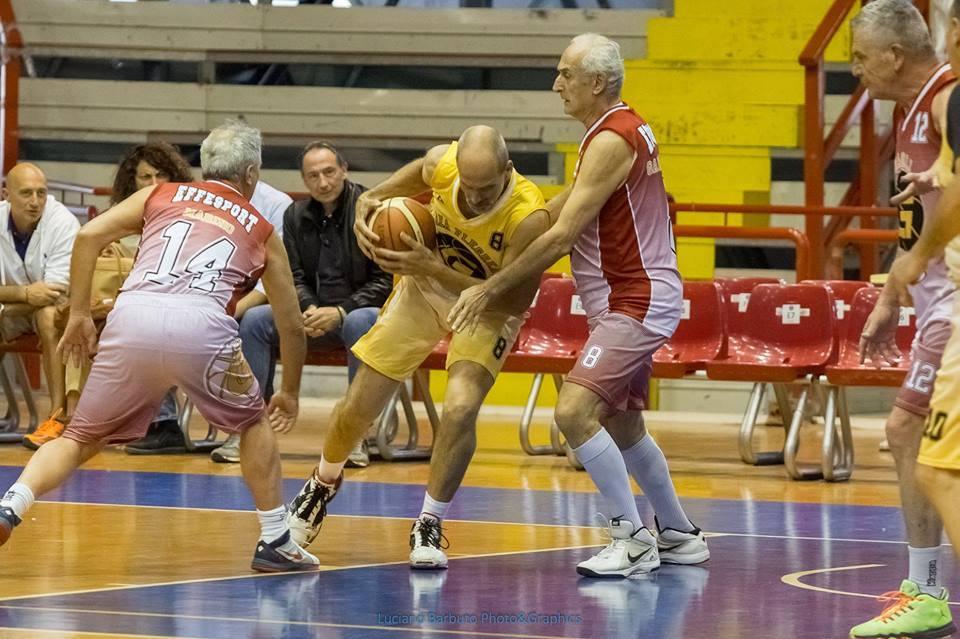 Il torneo Maxi-Basket Over 50, il sogno della palla a spicchi non conosce età