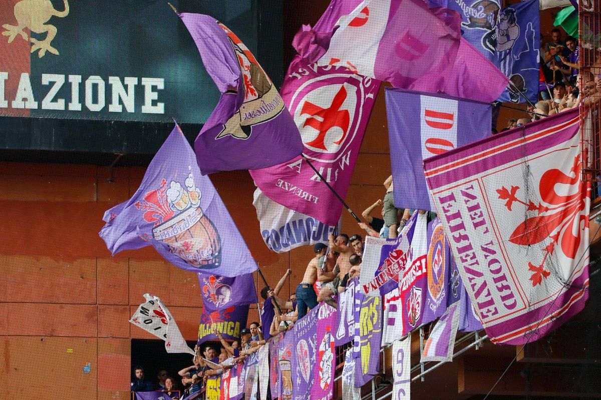 I tifosi della Fiorentina festeggiano il pareggio del Napoli