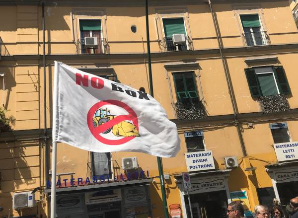 Caos al Vomero, i residenti contro i box in piazza degli Artisti