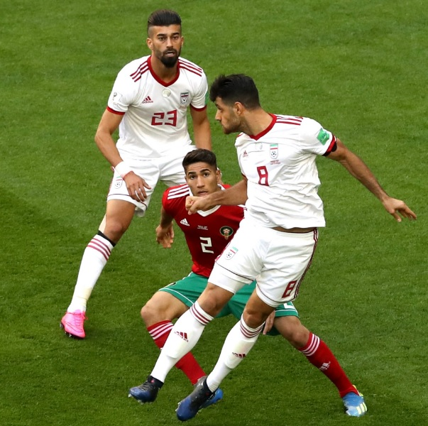 Marocco-Iran è una partita di calcio, e Hakimi (obiettivo del Napoli?) sta giocando a sinistra