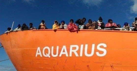 Quei napoletani che difendono la città ma i profughi di Aquarius non lo vogliono