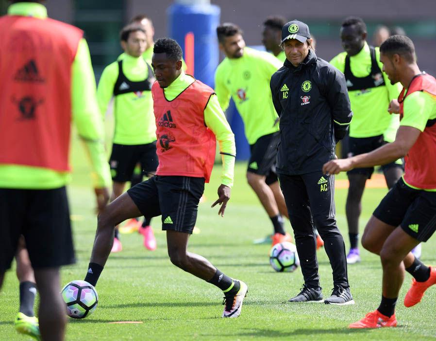 Conte ancora in sella, tifosi del Chelsea frustrati per la saga-Sarri