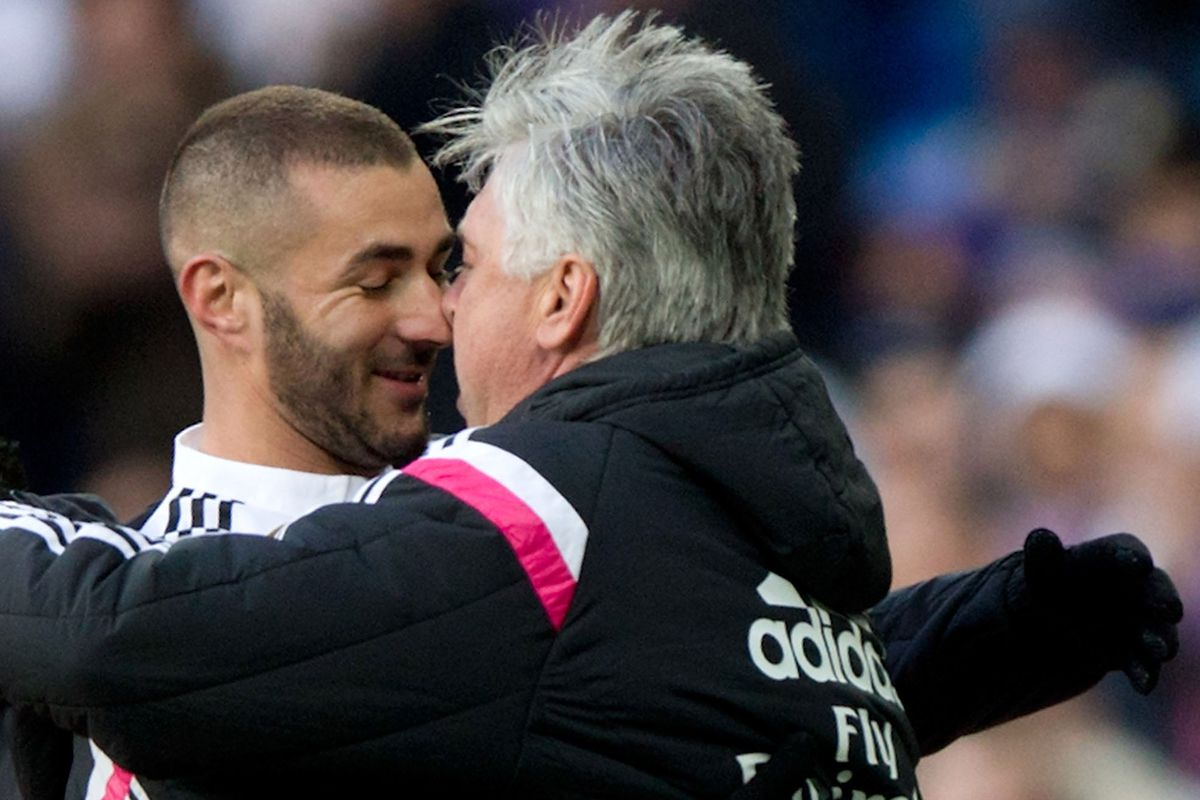 Gazzetta: Ancelotti parlerà di Benzema con De Laurentiis, problemi per Lainer