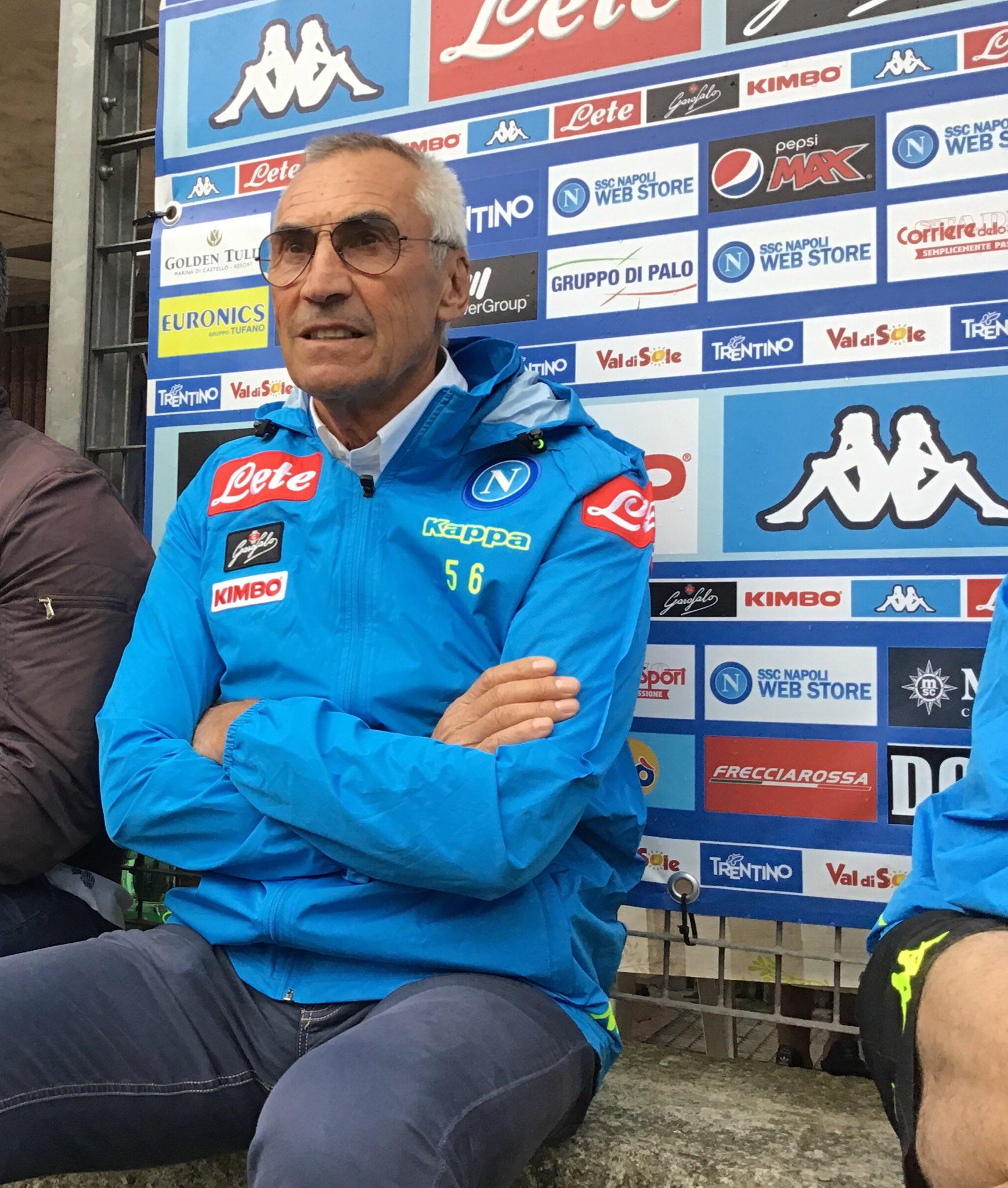 Applausi per Edi Reja, al campo di Carciato per l'allenamento del Napoli