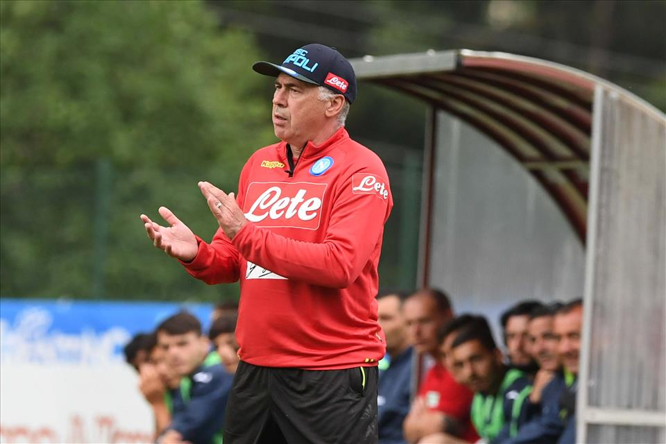 """La Gazzetta elogia le idee di Ancelotti e """"De Laurentiisha ragione su Cavani"""""""