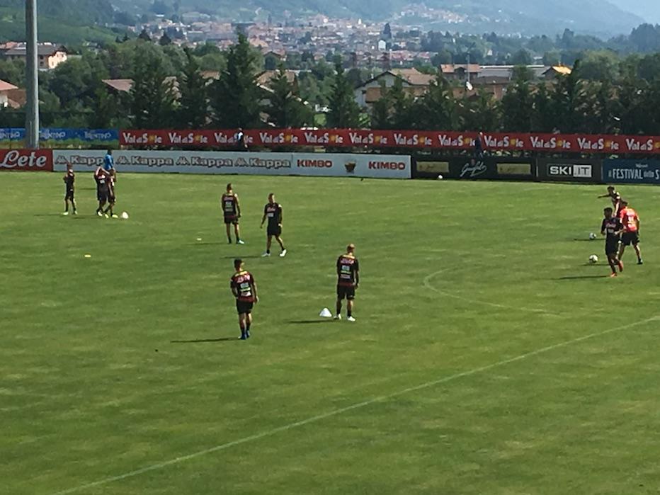 Primi esercizi tattici, Ancelotti prova subito Hamsik alla Pirlo