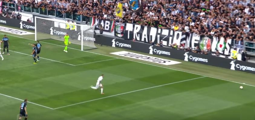 Finisce la guerra dei tappetini: la Juventus gestirà gli spazi all'estero, in Italia resterà il marchio Tim