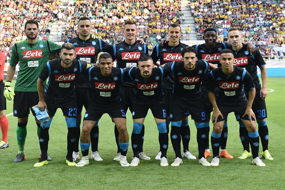 Anche per La Stampa il Napoli parte dalla quinta posizione in griglia scudetto