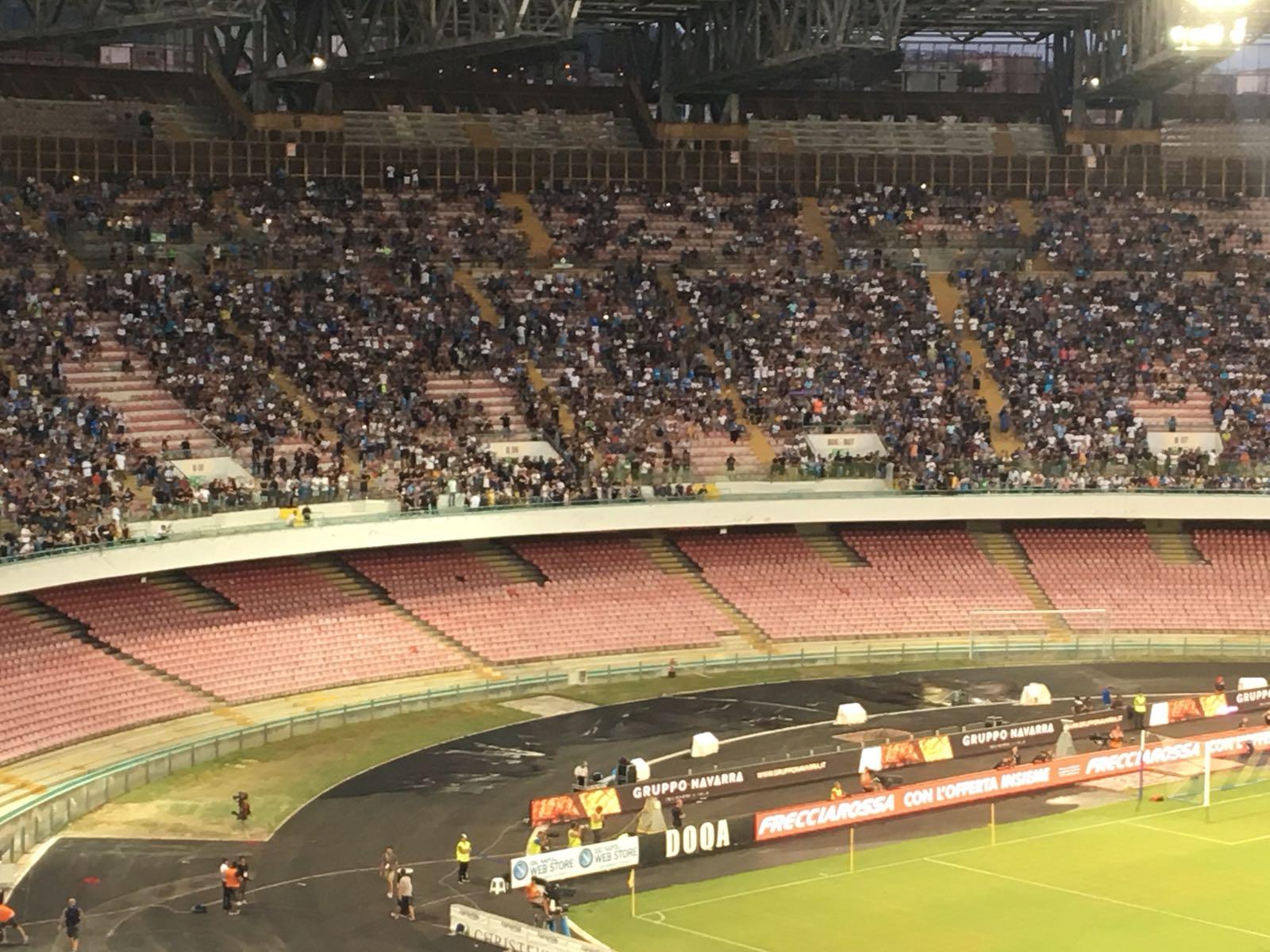 Napoli-Milan, sciopero del tifo nelle curve. Applausi per Reina