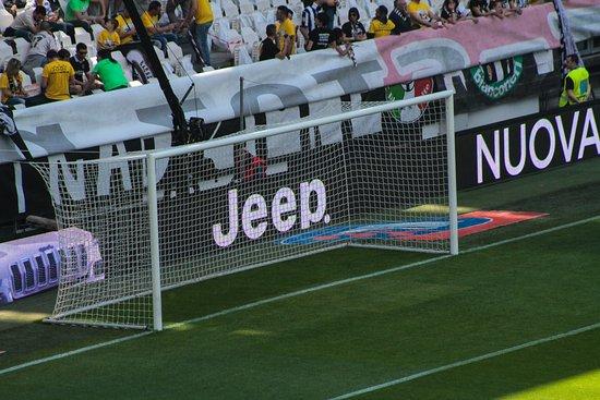 """La Lega si oppone alla Juventus: «I """"tappetini sponsor"""" sono riservati alla Tim»"""