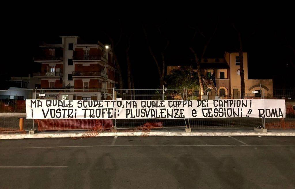 A Roma è già contestazione: «I vostri trofei plusvalenze e cessioni»