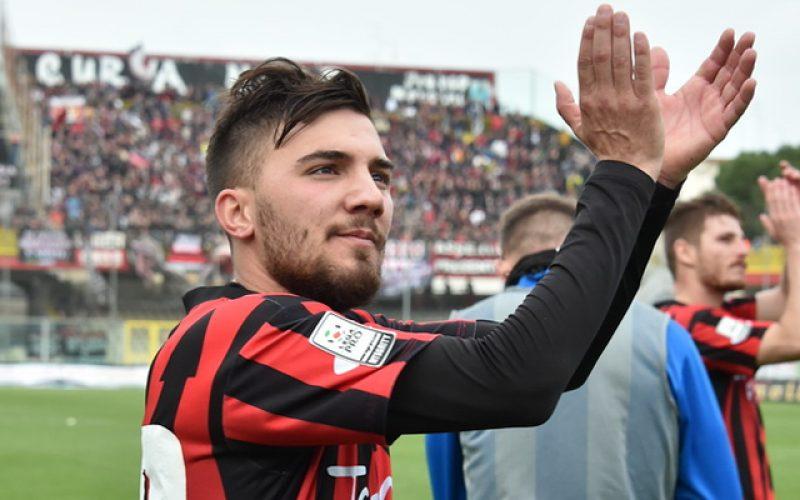 Il Lecce ha messo fuori rosa Chiricò, calciatore sgradito agli Ultras