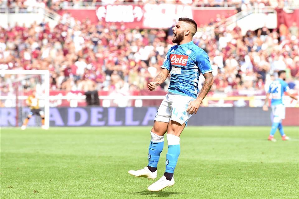 Lo spettacolo nuovo del Napoli, che cerca ancora di vincere giocando a pallone