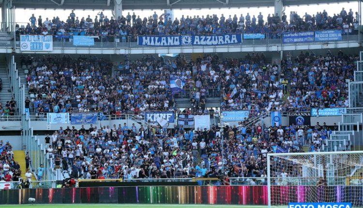 Il tifo gioioso e incessante per il Napoli a Torino (senza ultras)