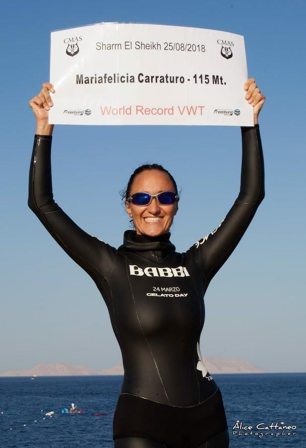 Mariafelicia Carraturo, record mondiale in apnea a 48 anni: «Siamo schiacciati dalle convenzioni sociali»