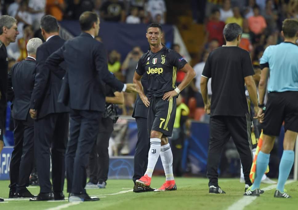 Dopo il rosso a Ronaldo, la Juventus e i media chiedono il Var in Champions