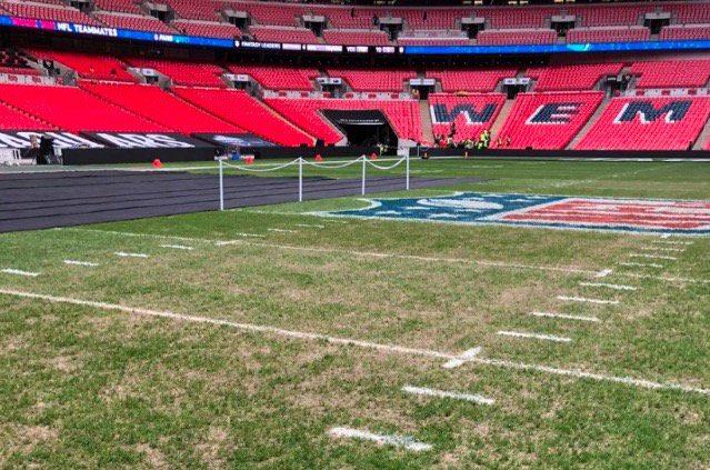 Wembley, l'indegno spettacolo del campo per Tottenham-City