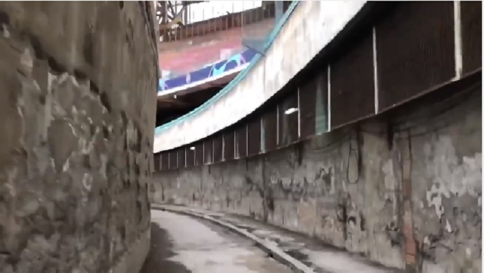 VIDEO – La giornalista inglese al San Paolo: «Lo stadio peggiore che abbia mai visto»