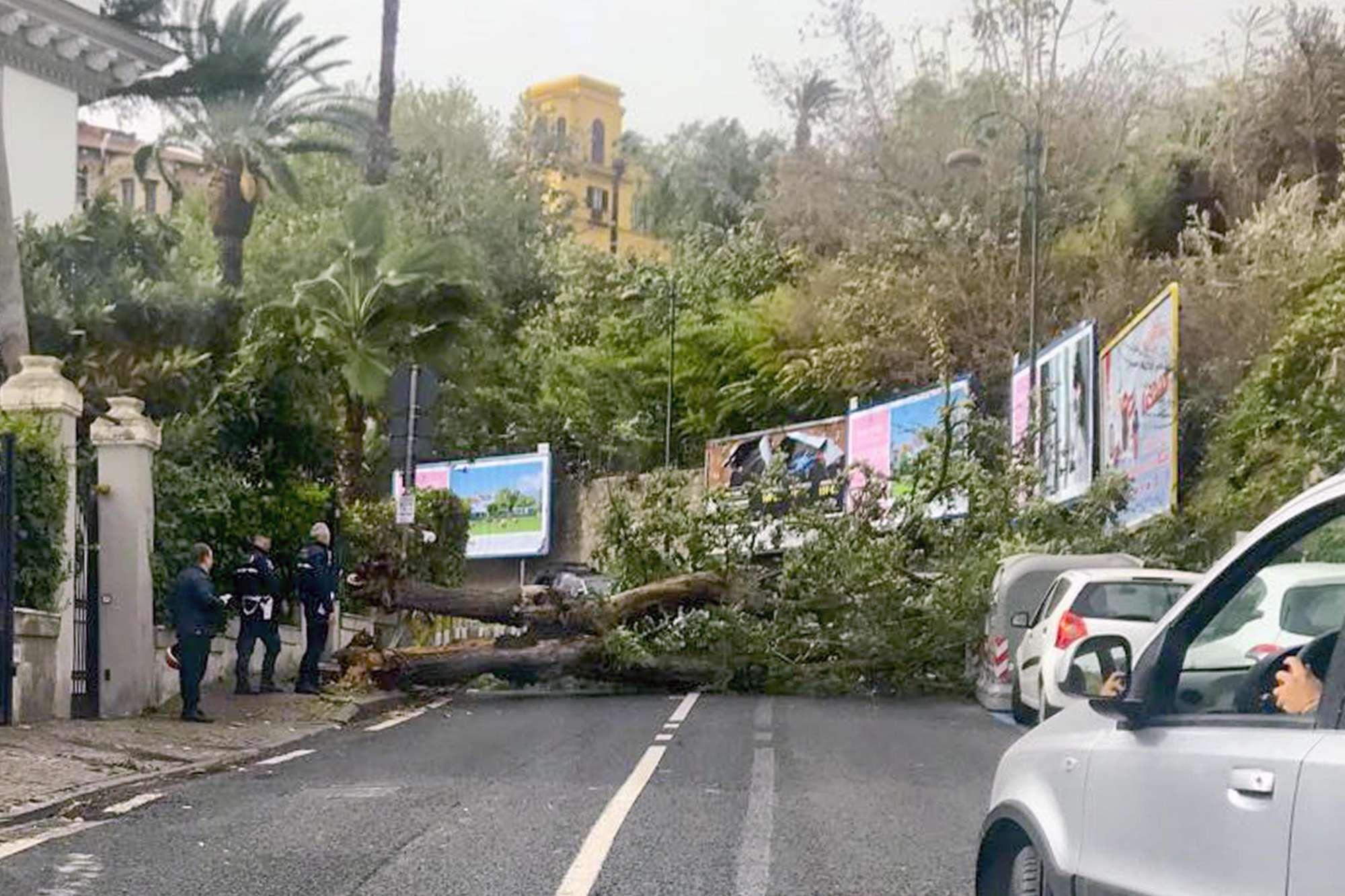 L'Italia chiude le scuole il giorno dopo