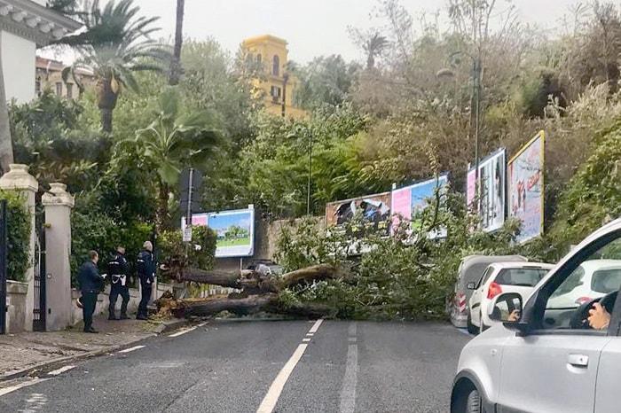Cosenza: «Il bollettino meteo regionale era chiarissimo, de Magistris non ha valutato il rischio»