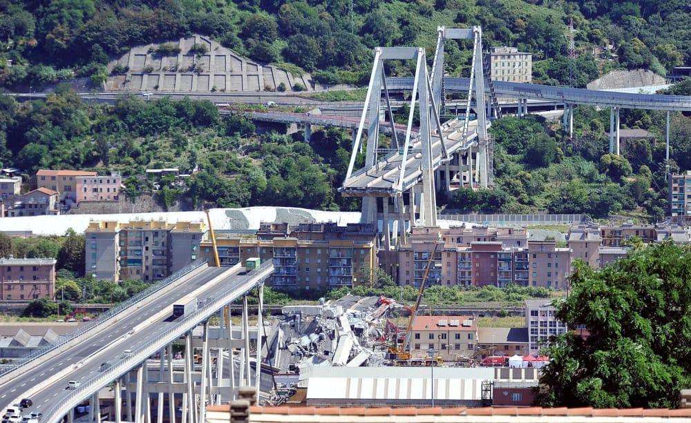 Un emendamento al decreto Genova riammette Autostrade nella demolizione del Morandi (e forse non solo in quella)