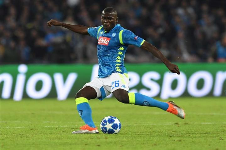 Il Napoli è uno dei due club italiani che si autodetermina sul mercato
