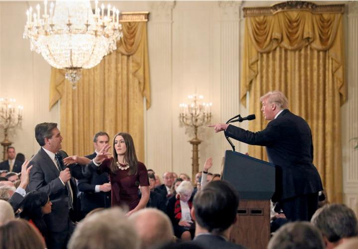 Perché il giornalismo americano è unito e quello italiano no