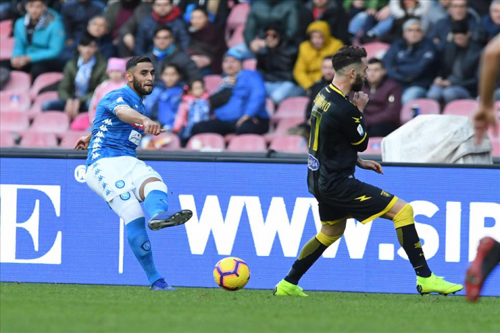 Ghoulam ggiustraje a mmestiere, Ounas ascette chiammannose ll'applavuse