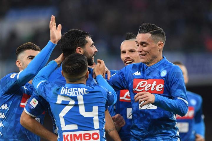 Albiol regala al Napoli una vittoria batticuore