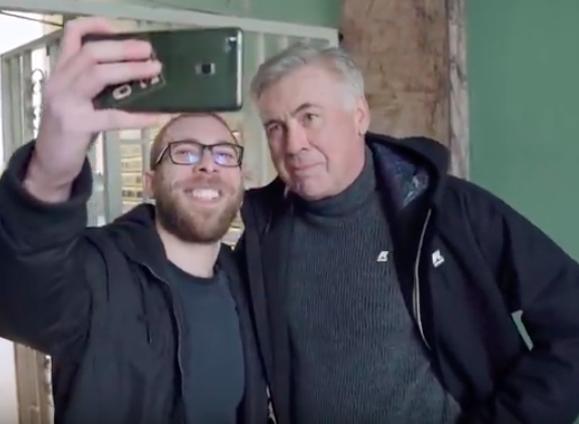 Nel video Amazon c'è il futuro del Napoli: Ancelotti consegna le maglie a Milano