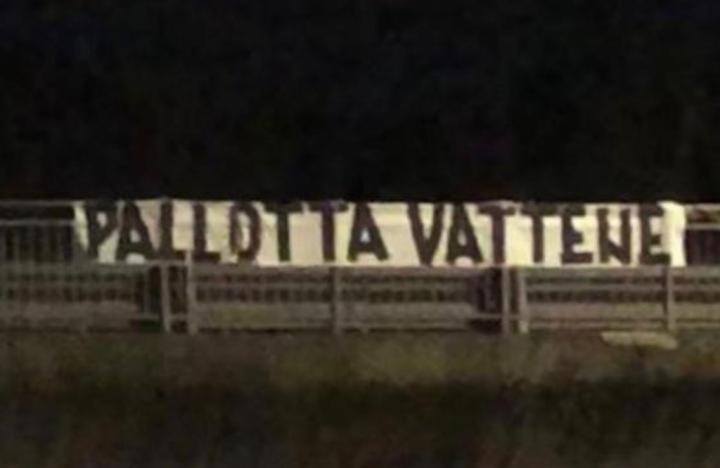 """Roma tappezzata di striscioni: """"Pallotta vattene"""""""