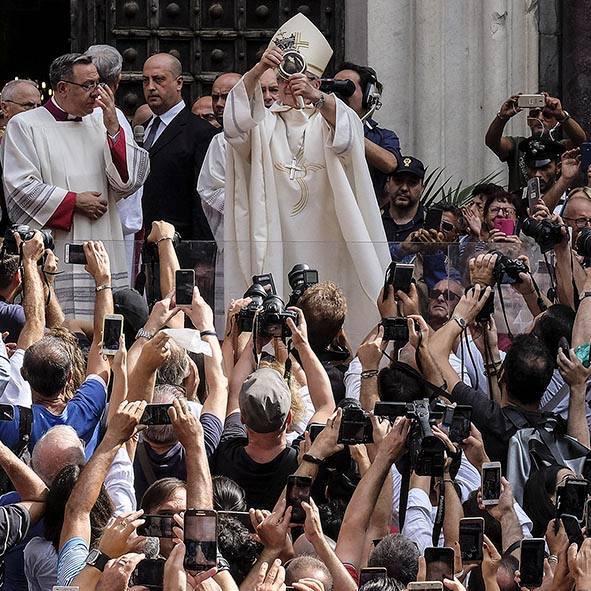 In mostra le processioni del fotoreporter Mario Laporta