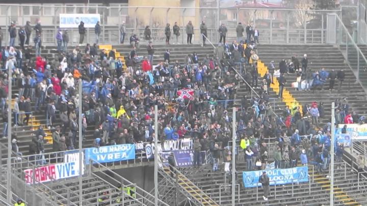 Lancio di bombe carta contro i tifosi del Napoli