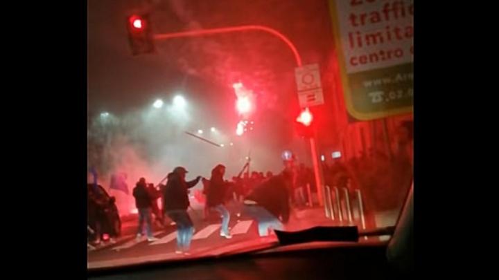 Un altro video degli scontri di via Novara tra interisti e napoletani