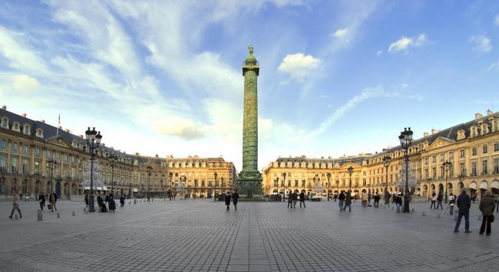 Hemingway, Coco Chanel, Lady D: la storia è passata a Place Vendôme