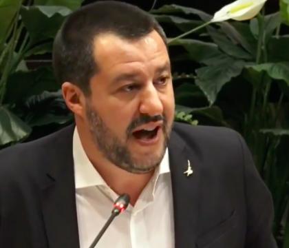 Salvini: «De Luca blocca i pizzaioli mentre la camorra con i
