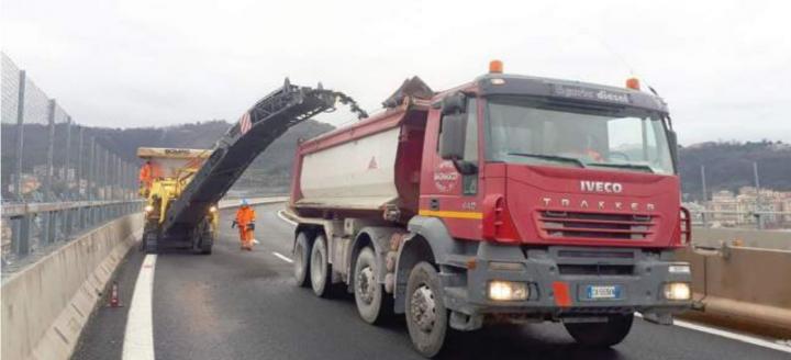 Eccesso di asfalto sul ponte Morandi. Concausa del crollo o segno di cattive manutenzioni?