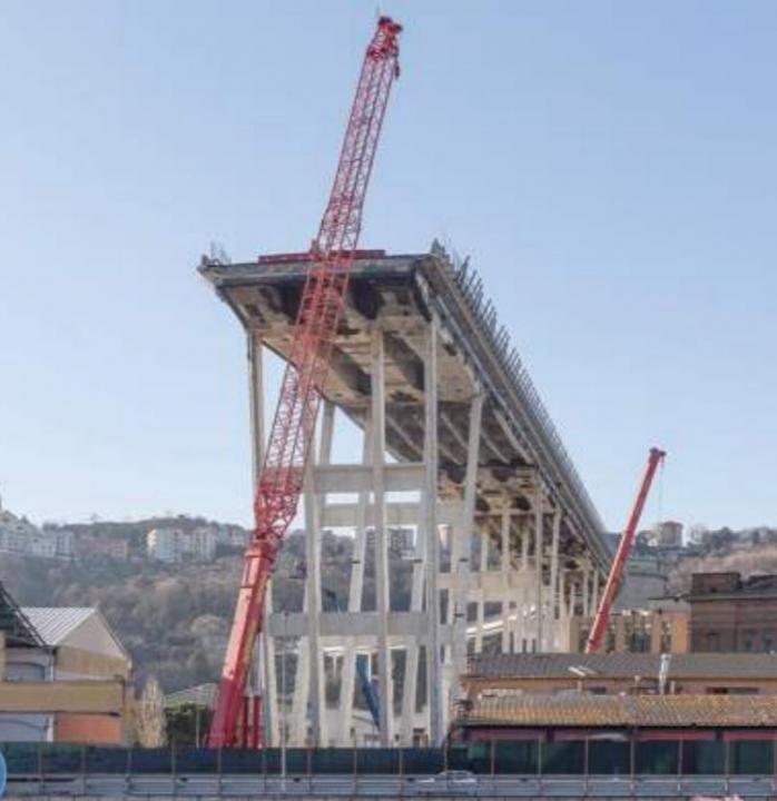 Ponte Morandi: la ricostruzione del Sole 24 Ore e la nebbia che avvolge stralli, impalcato e bobina
