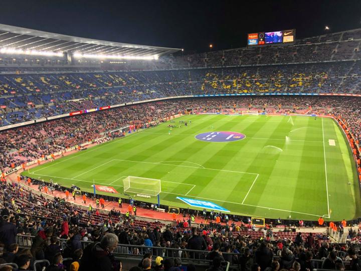 Un Napolista al Camp Nou – Altro che Juve, guai a sfiorare uno del Barcellona: è rigore