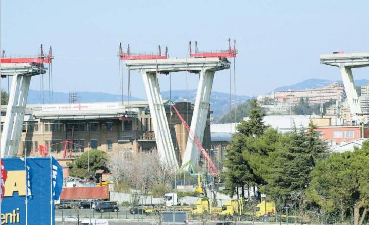 Calata a terra un'altra trave del ponte Morandi. Un esposto contro l'uso degli esplosivi